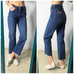VTG Wrangler high waisted raw hem jeans